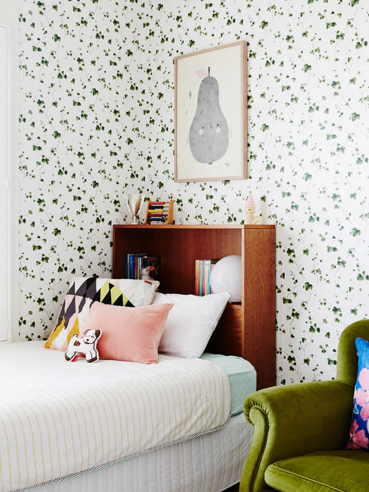 11-bedroom-design-nordic-style-contemporary-with-high-case-headboard-with-storage-and-white-pink-pillow-and-wall-decorated