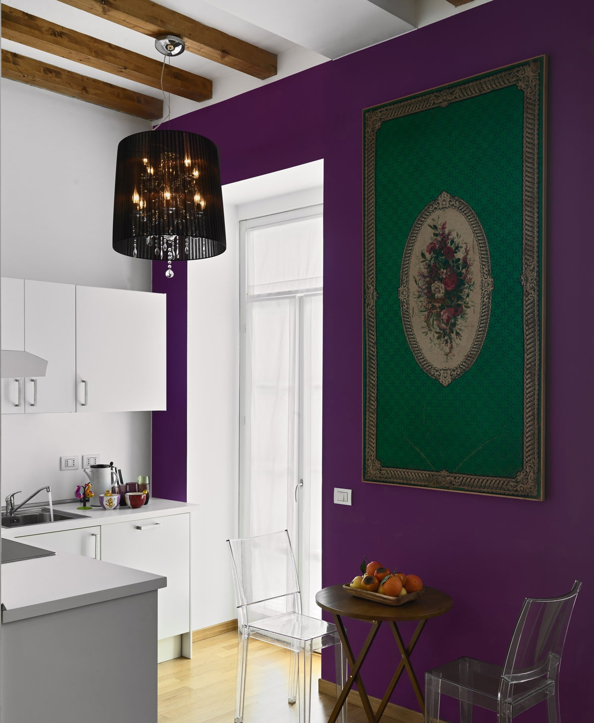 5-dining-room-design Purple-dining-room-painted Round-wooden-dining-table Glass-dining-chair