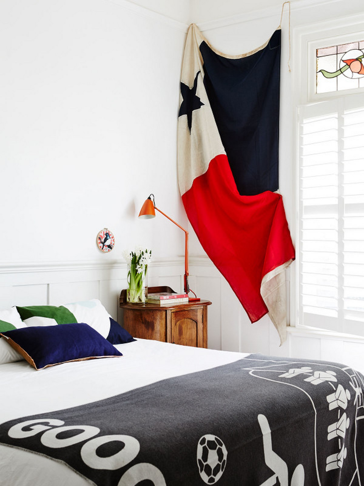 3-bedroom-ideas-with-white-bedcover-and-blue-pillow-wnad-white-painted-wall-cozy-home-design
