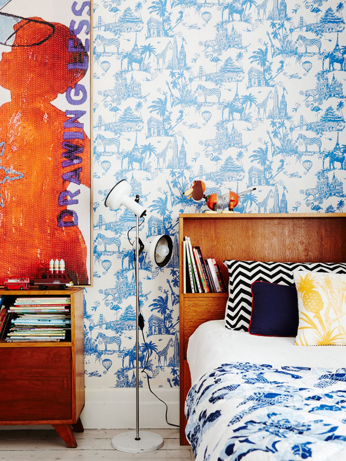 8-kids-bedroom-ideas-with-blue-white-design-with-wooden-headboard-with-standing-lamp-and-strippend-black-white-pillow